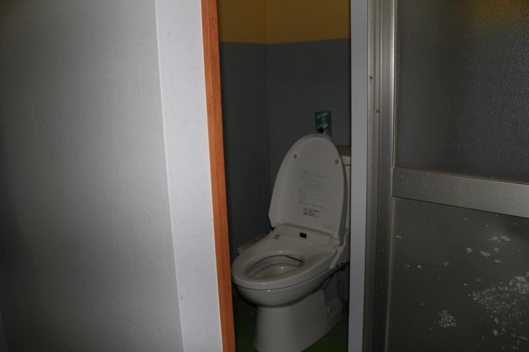 トイレ個室-3