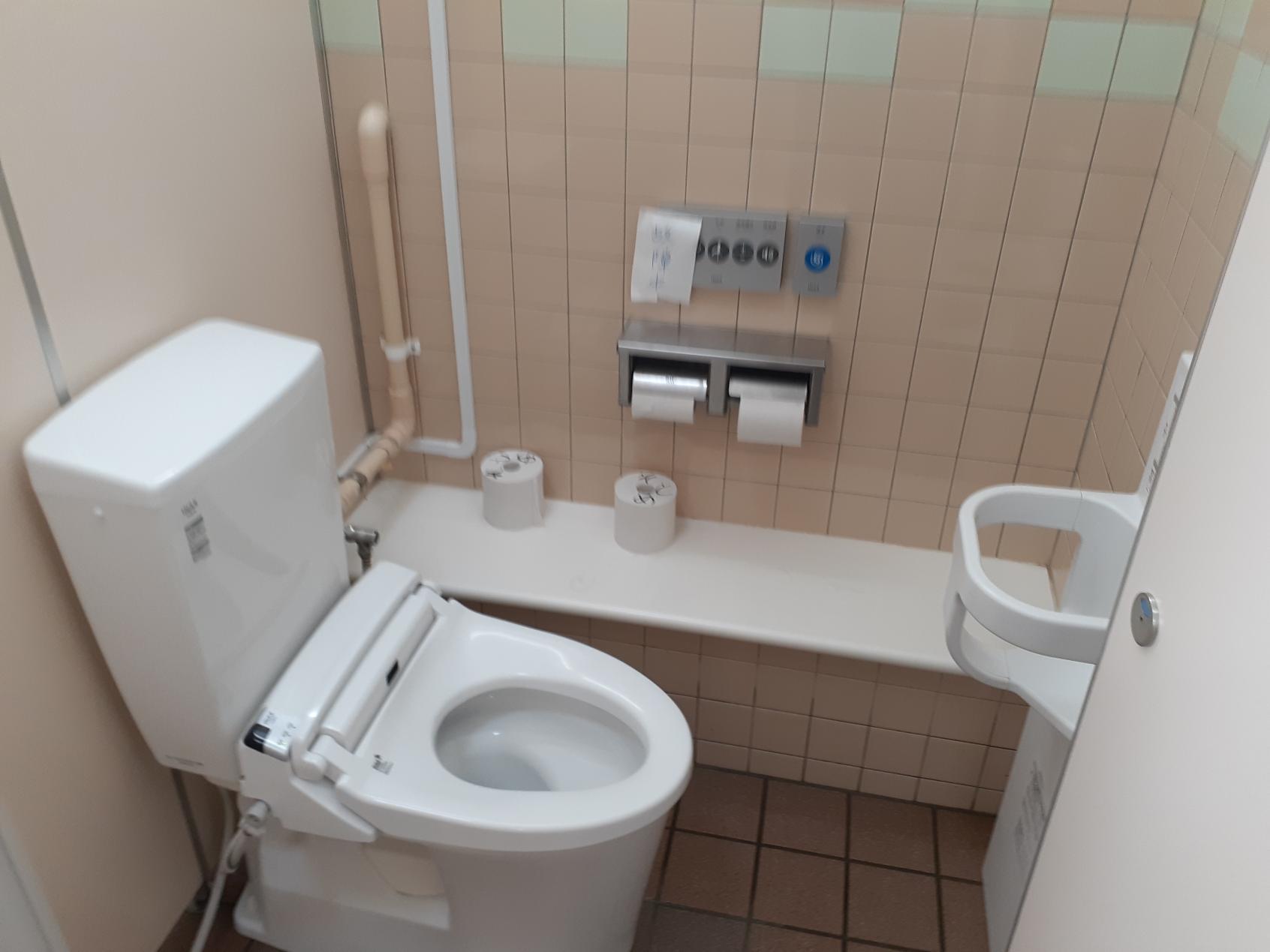 屋外女性トイレ-4