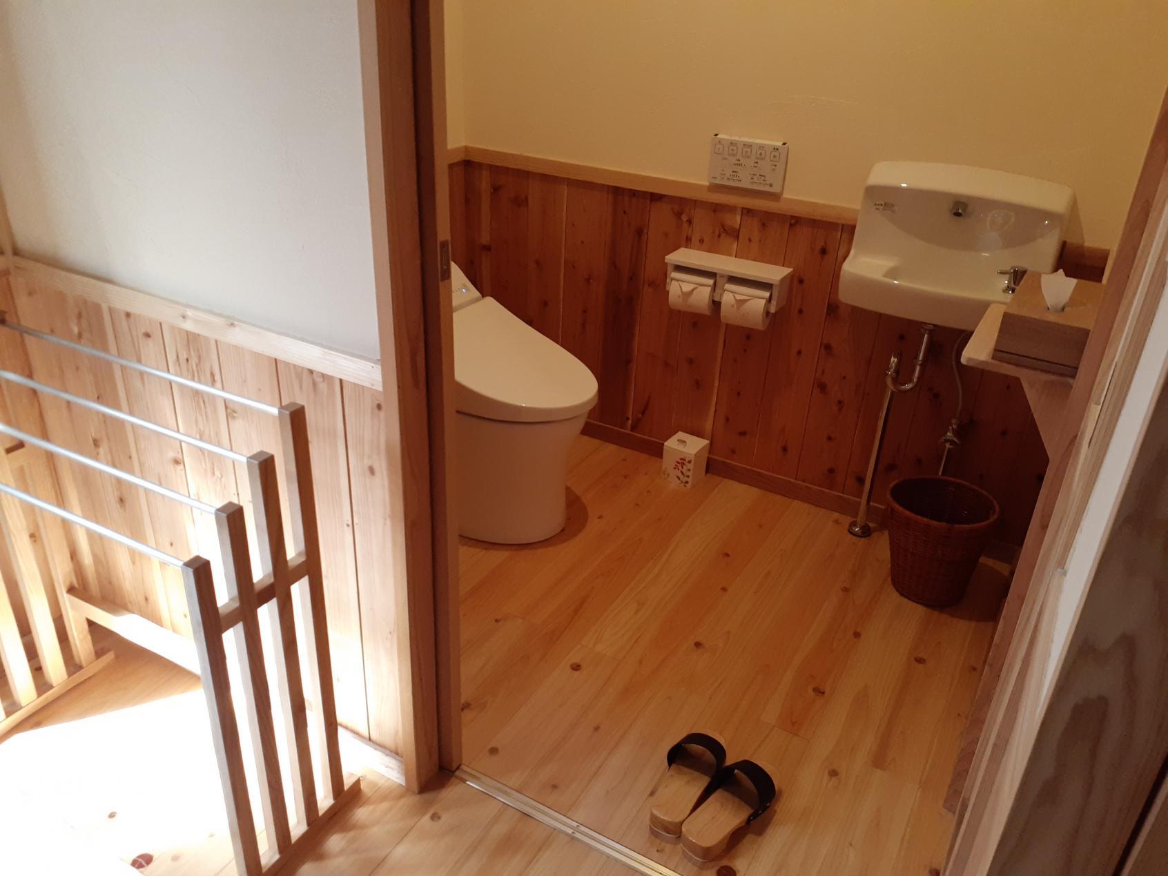 室内トイレ入口-4