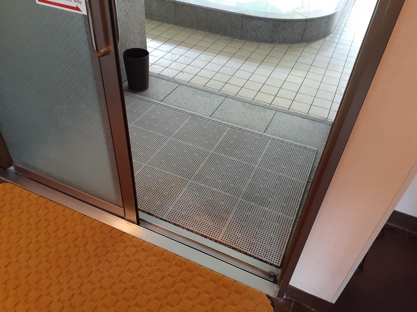 浴室入口に段差はありません。-4