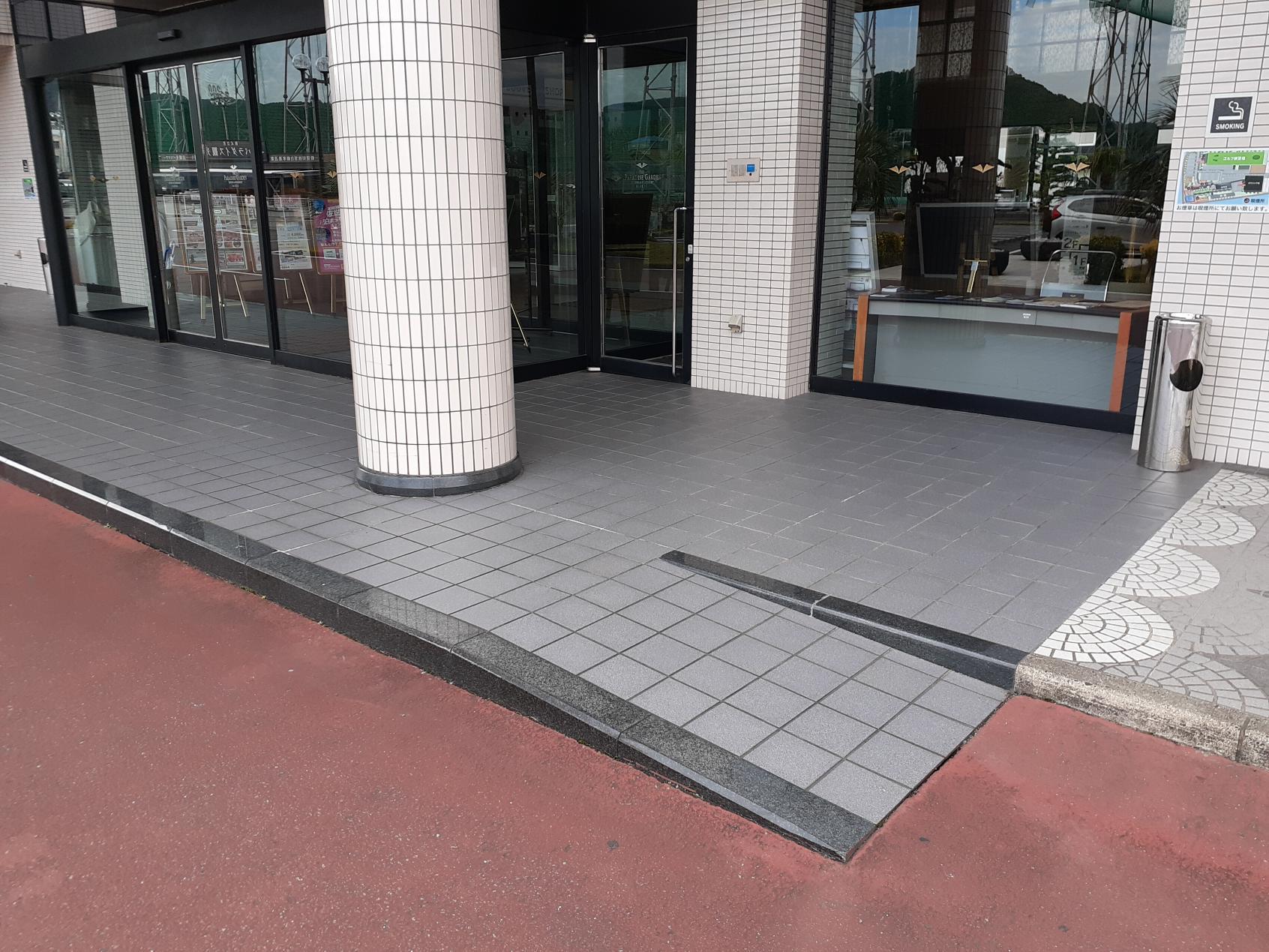 玄関前のスロープ-3
