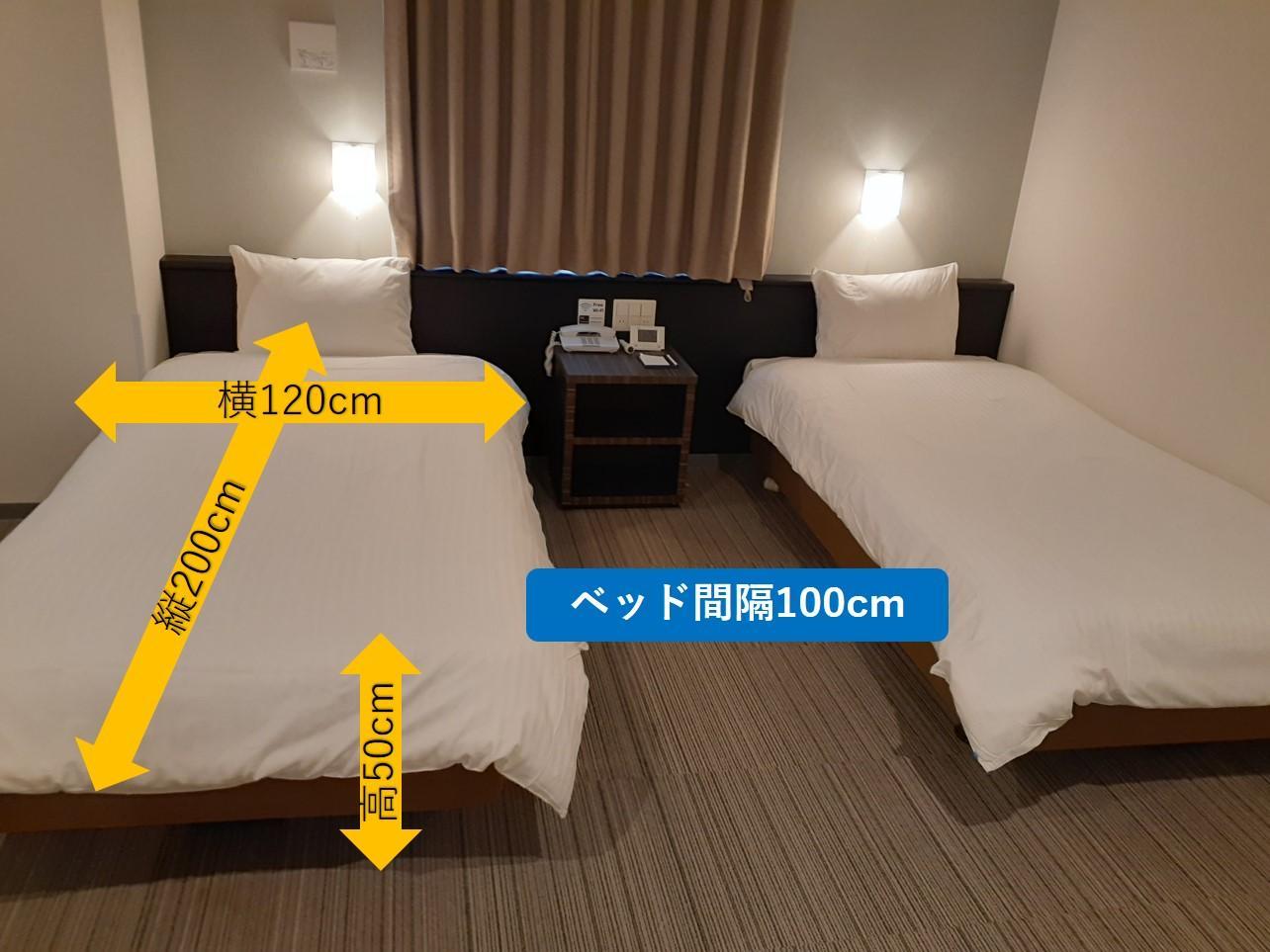 寝室のツインベッド-2