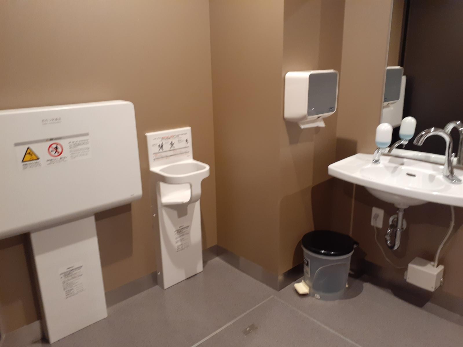 多目的トイレ内部(左側)-3