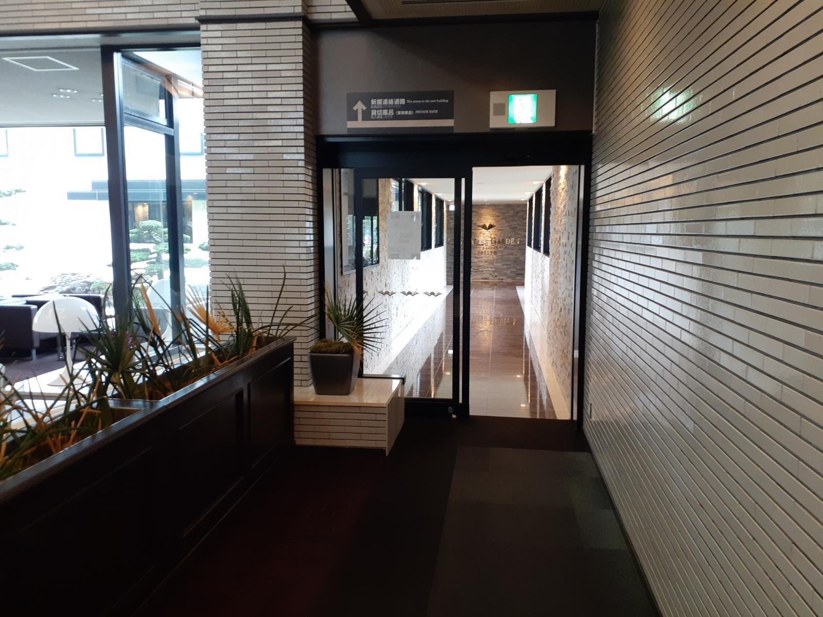 本館⇔新館の通路-0