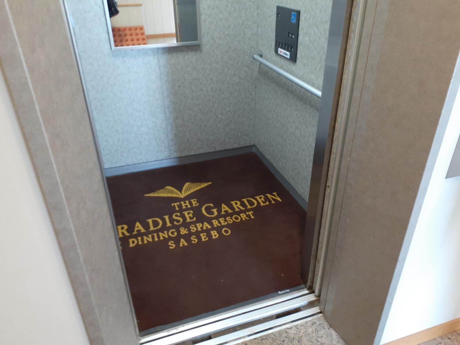 本館大浴場行のエレベーター-1