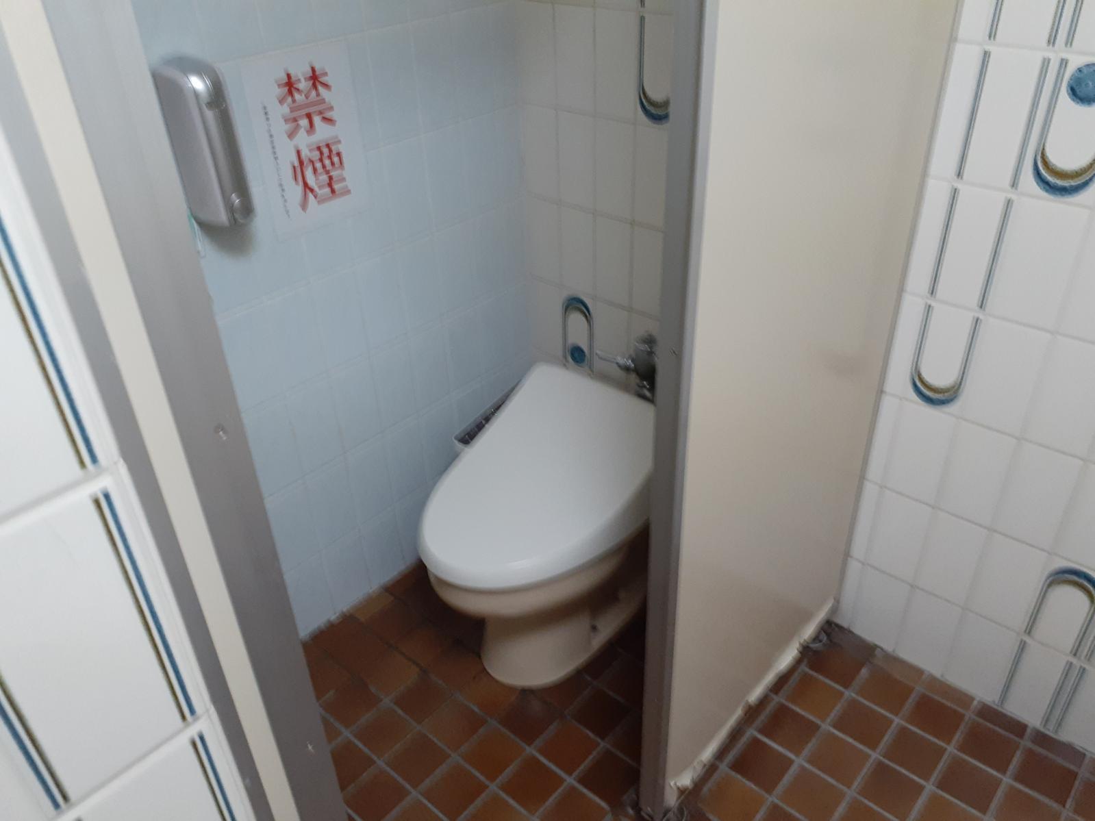 ロビーの一般トイレ-3