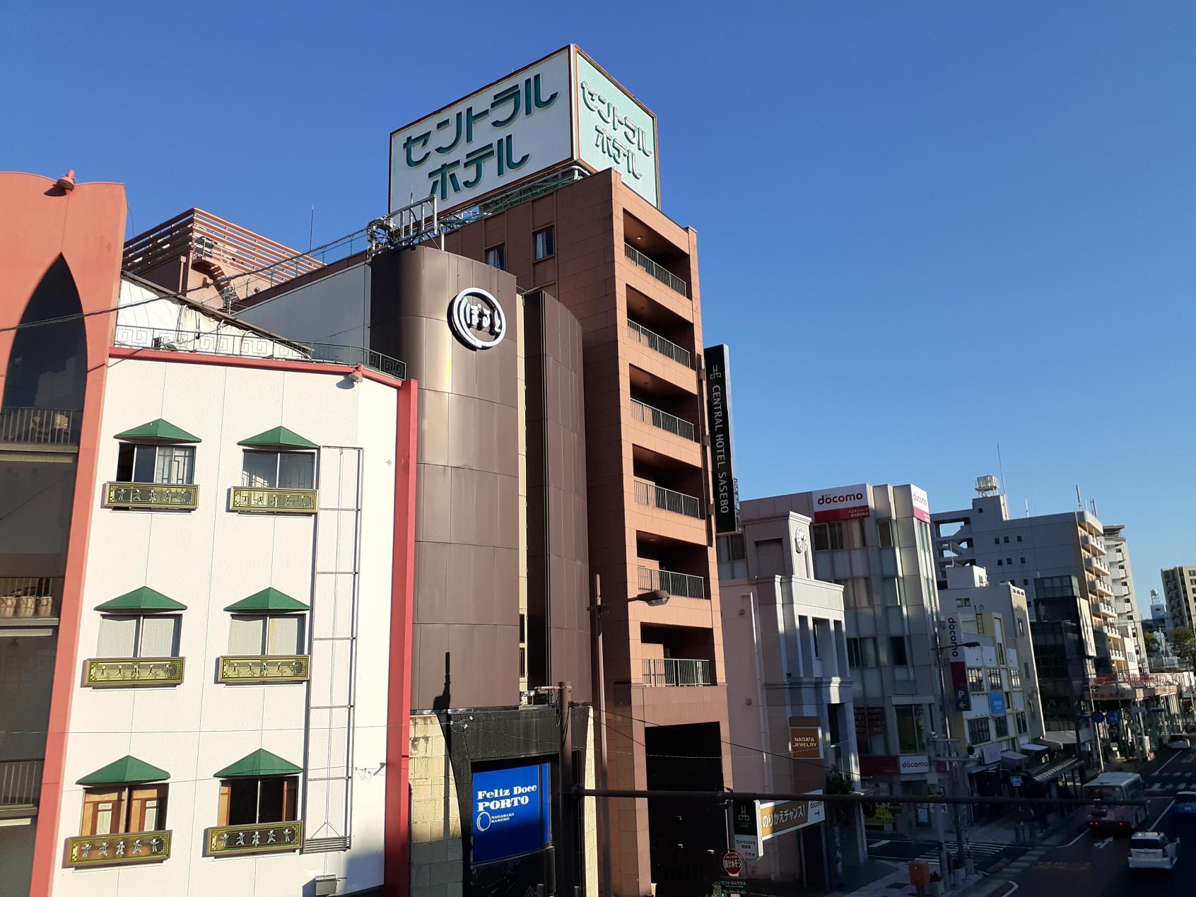 ホテル外観(国道側)-0