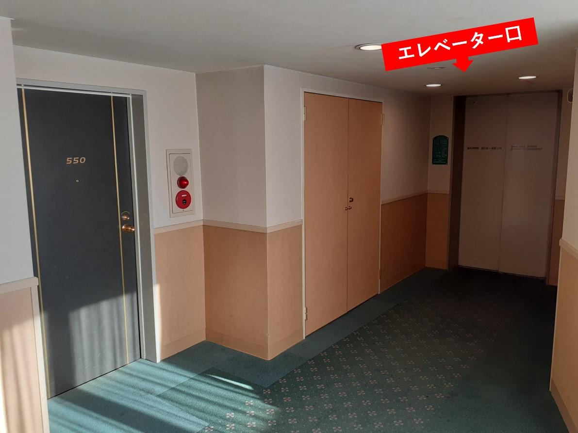 5階フロアのエレベーター前-0