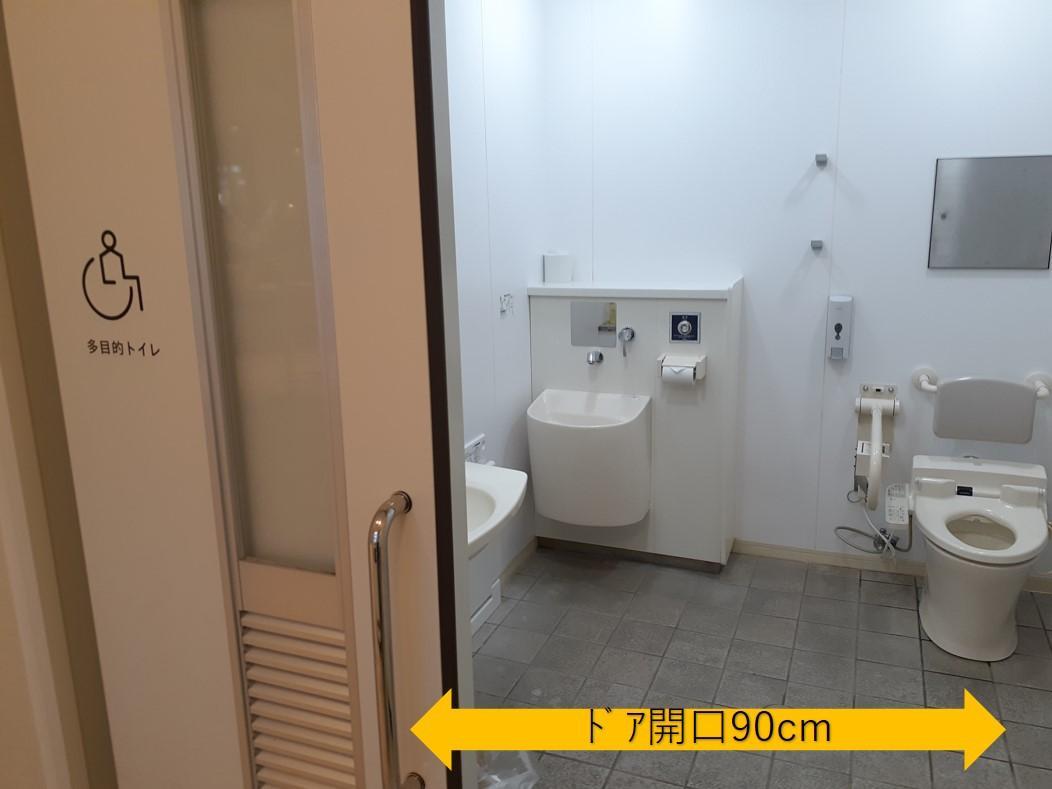 ロビー多目的トイレ入口-2