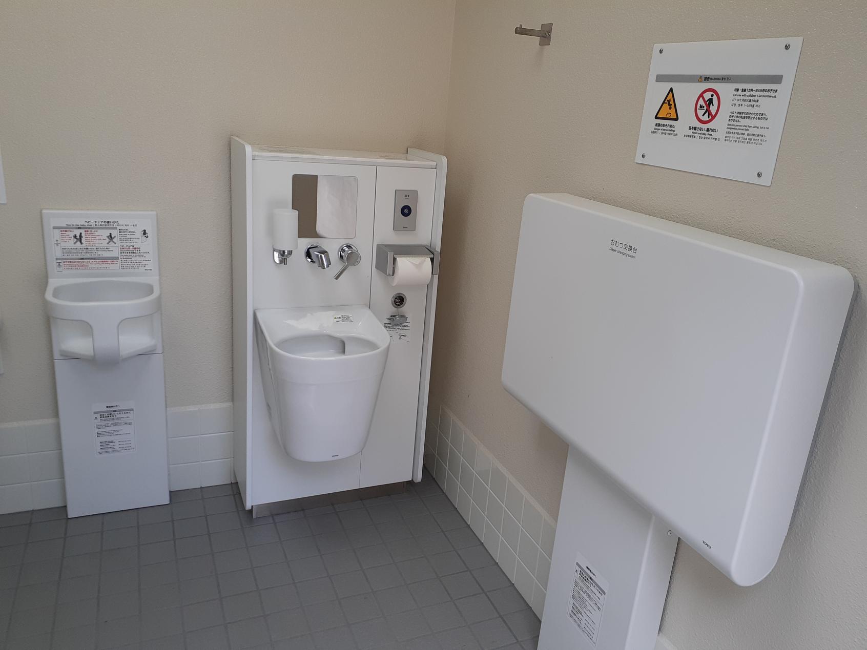 中腹駅 多目的トイレ内部②-3