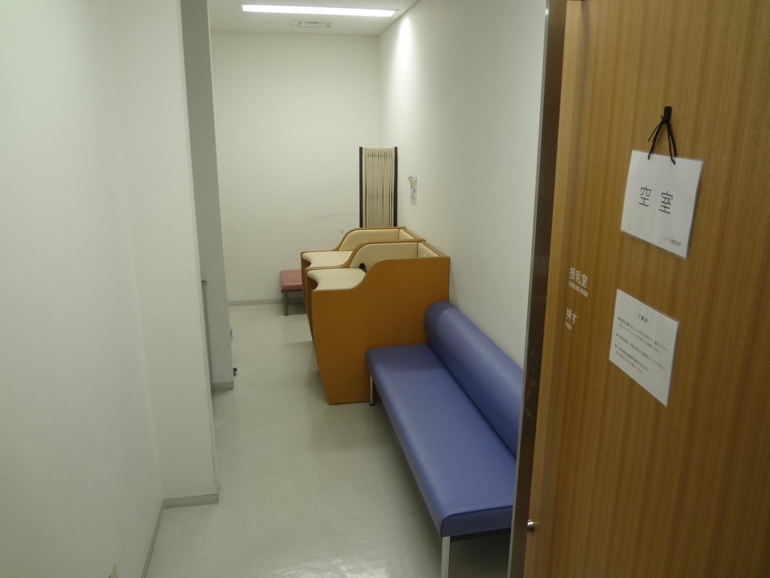 授乳室、オムツ交換台-3