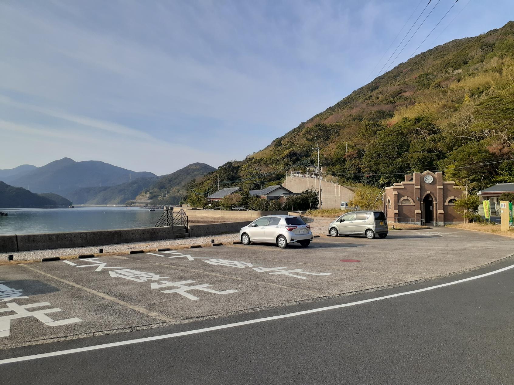 大型の駐車場-0