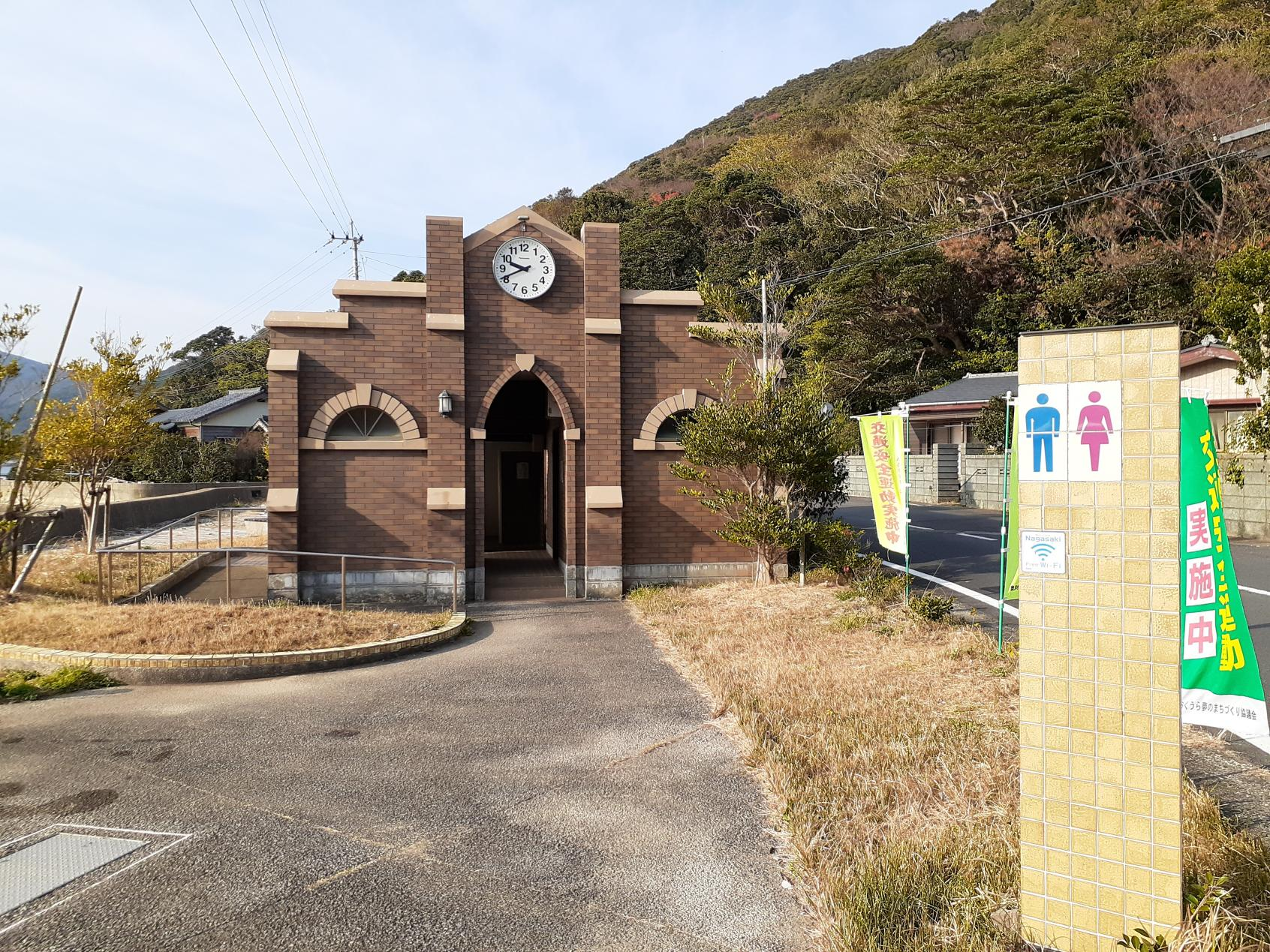 教会型のトイレ全景-0