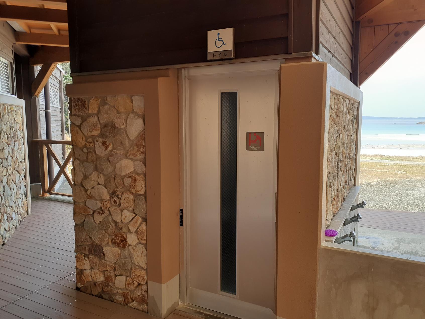 オンシーズンの多目的トイレ-1