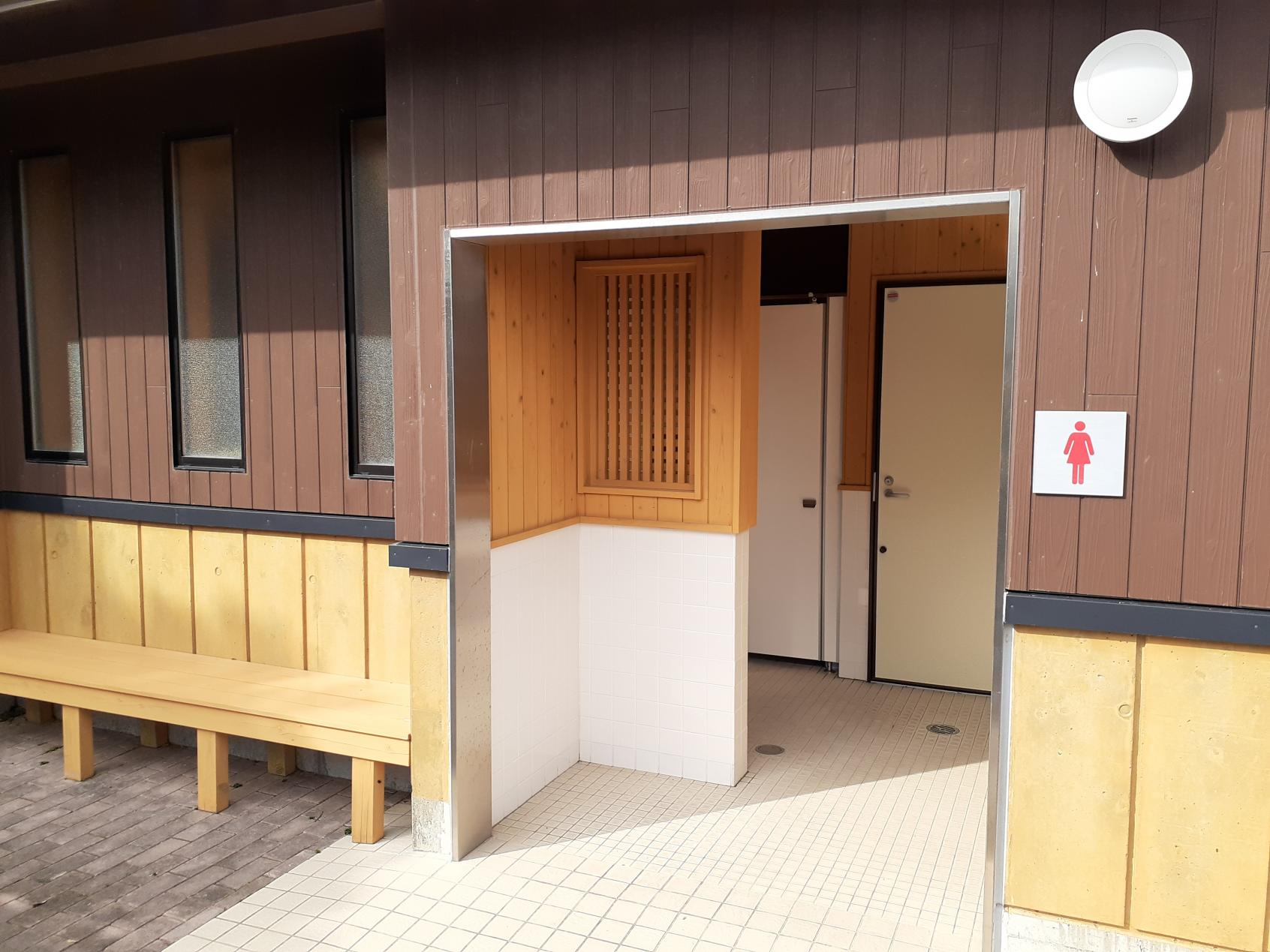 女性側トイレ-1