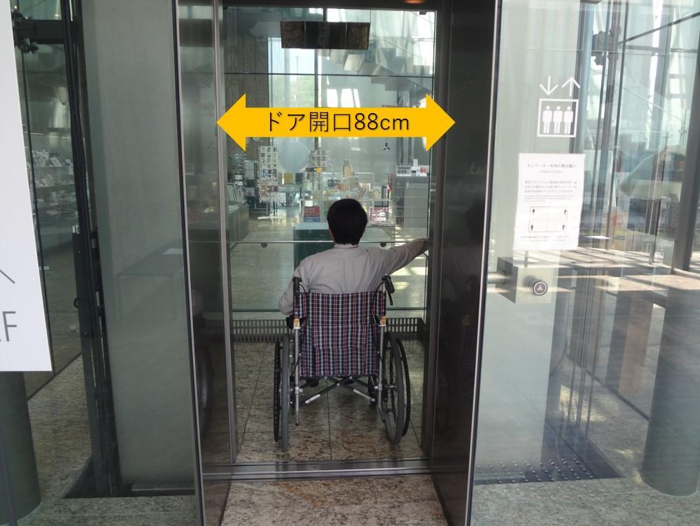 エレベーター入口-2