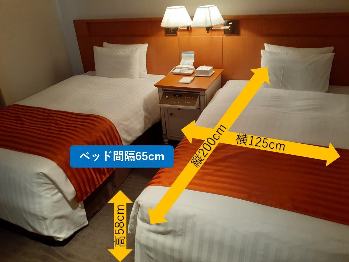 ベッド周り-3