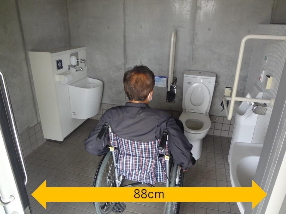 駐車場多目的トイレ-3