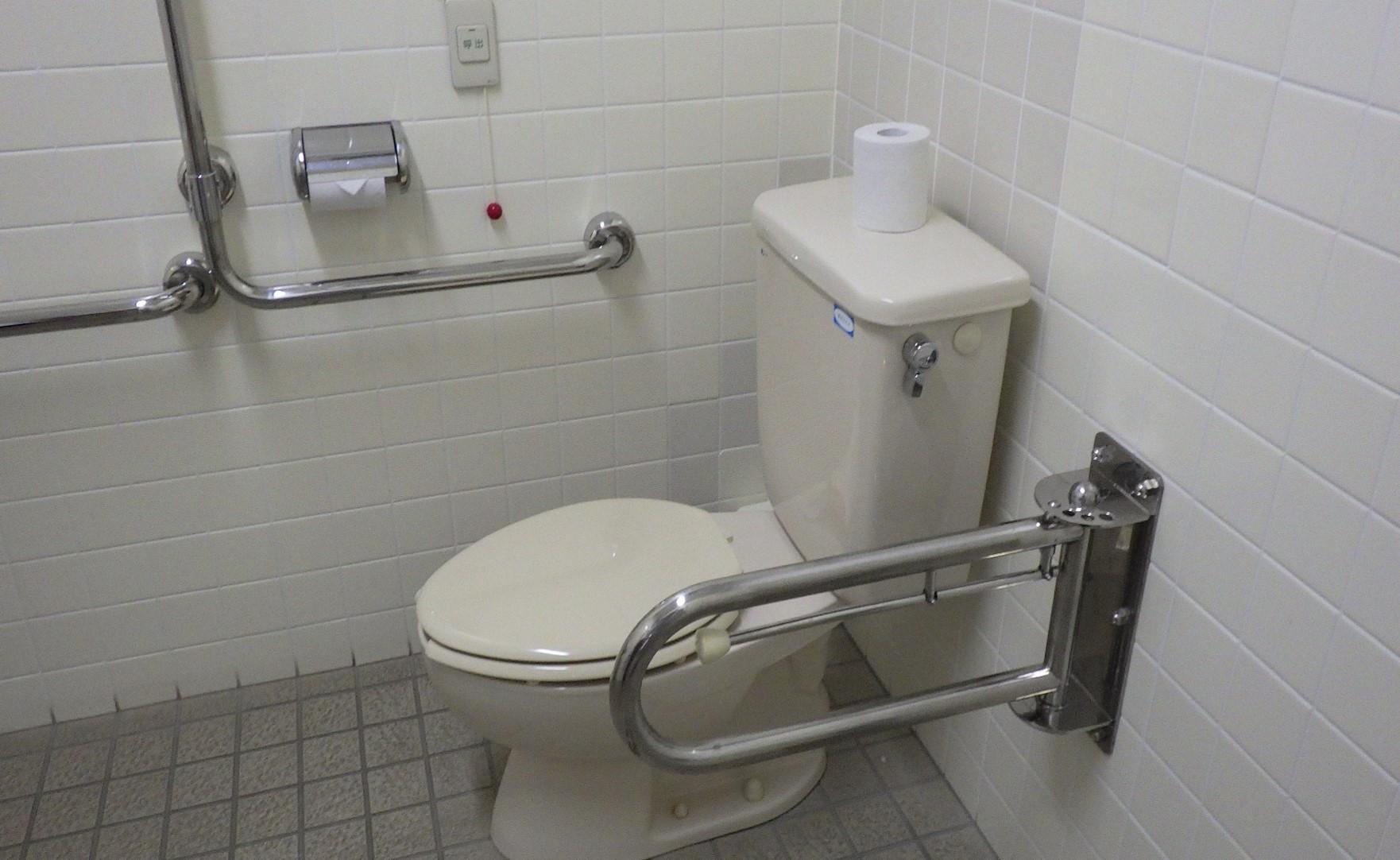 多目的トイレ便座-3
