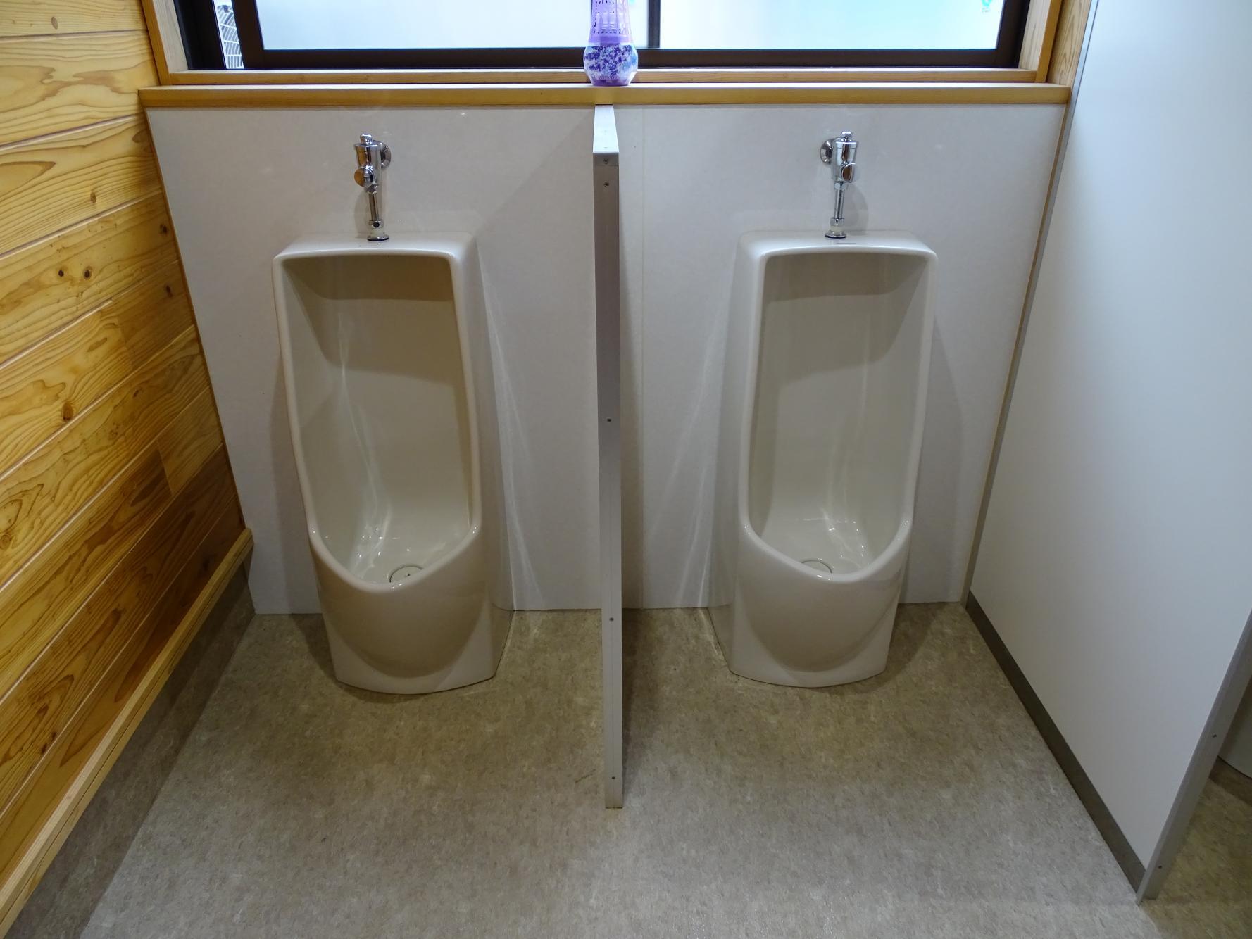 男性用トイレ-1