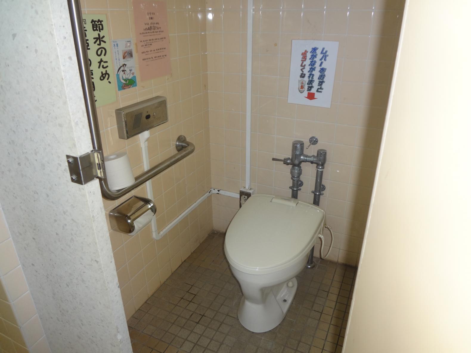 洋式トイレの手すり-3