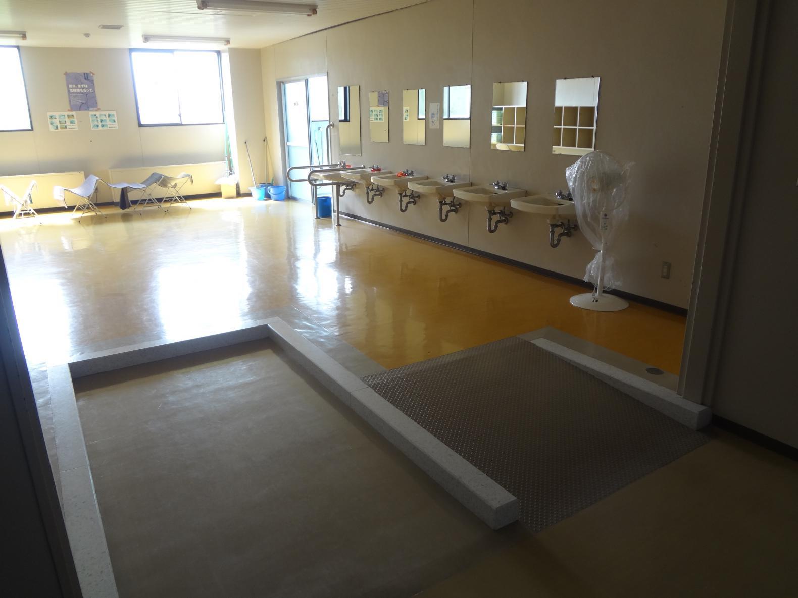 大浴場脱衣所のスロープ-2