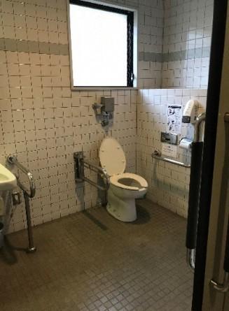 記念館内多目的トイレ内部-5