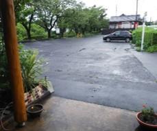 カフェ駐車場-0