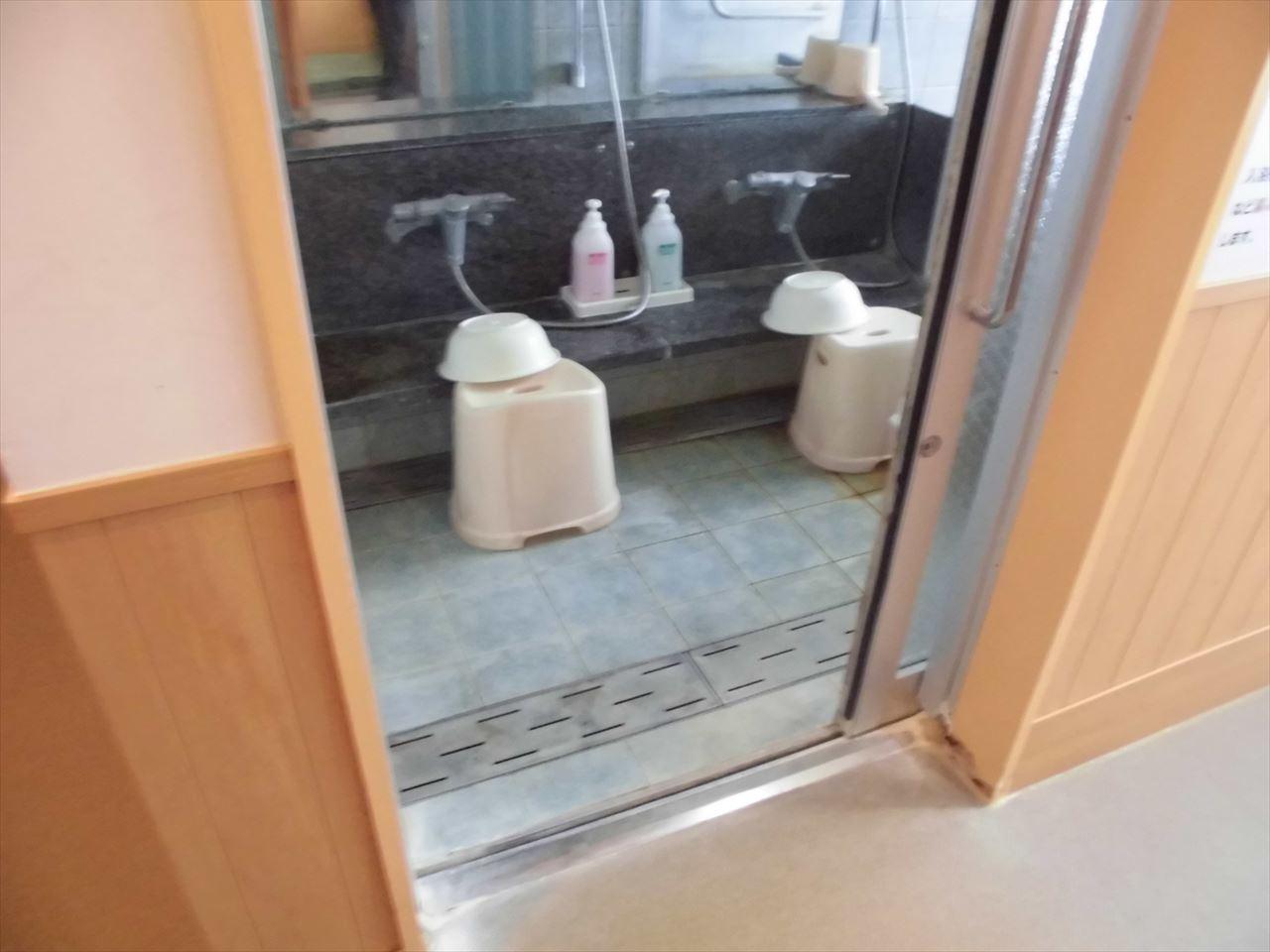 家族風呂浴室入口-0