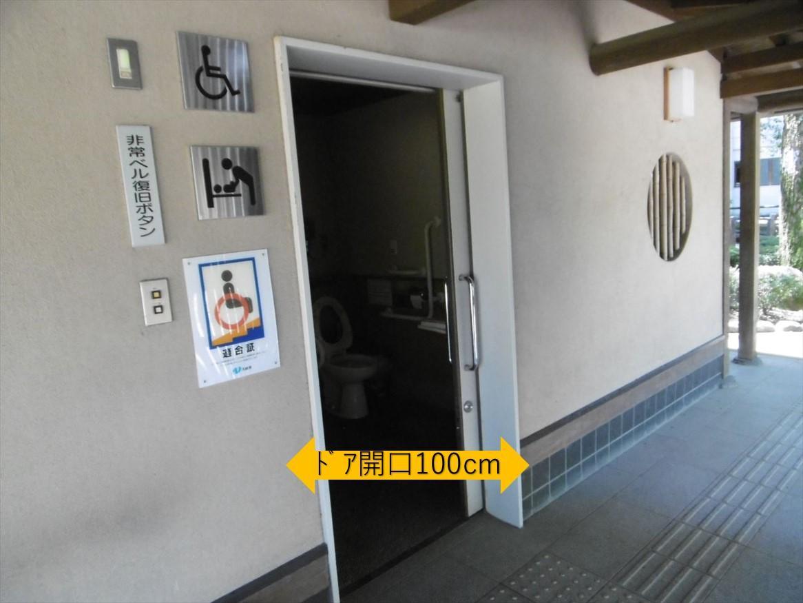 多目的トイレ入口-1