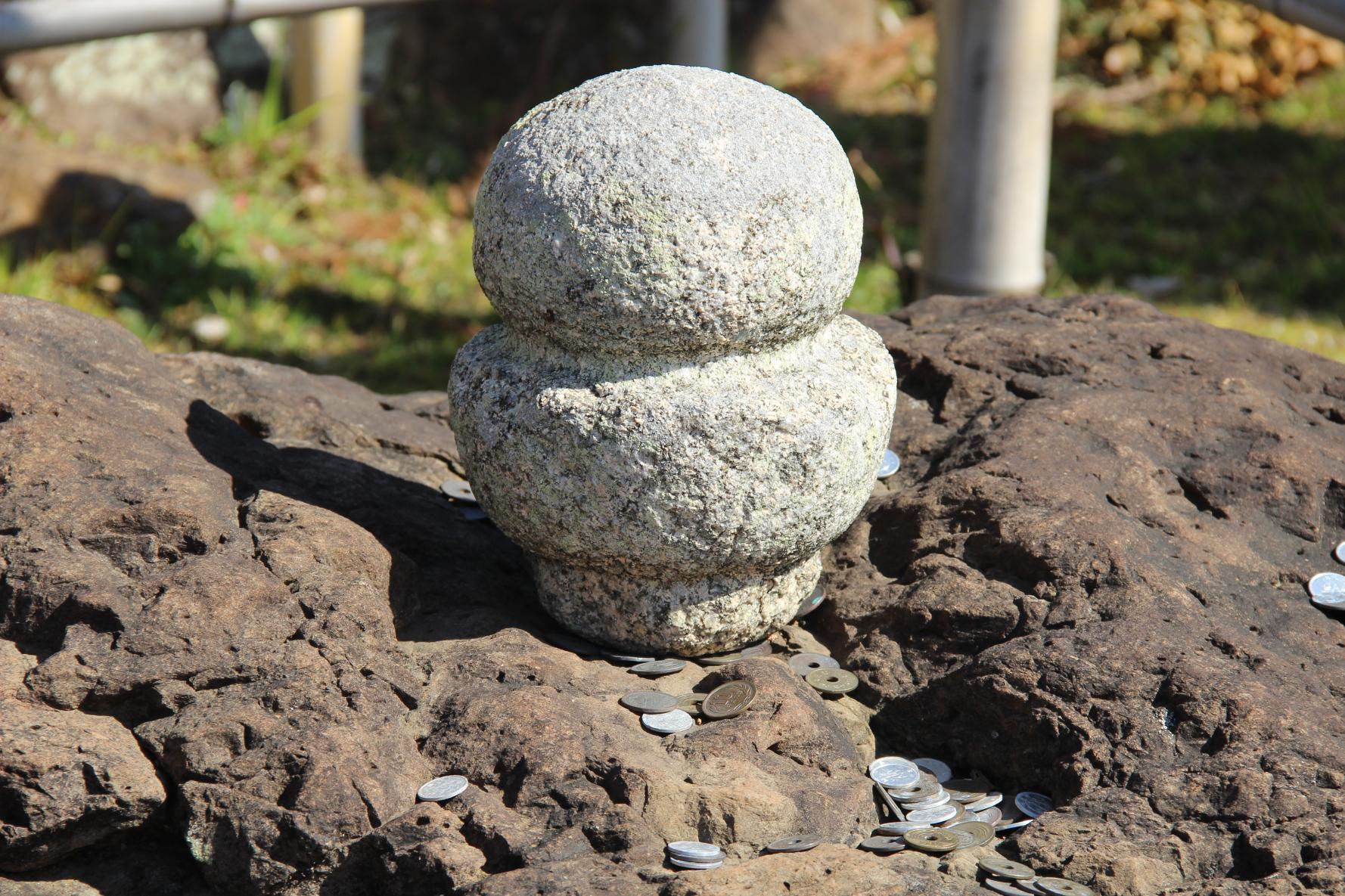 へそ石と顎かけ石-1