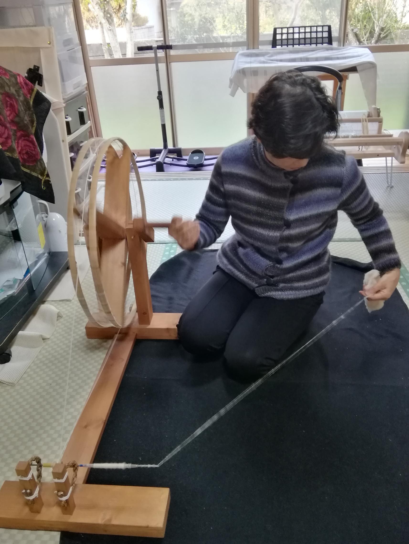 糸を紡ぎ 機織り体験-1