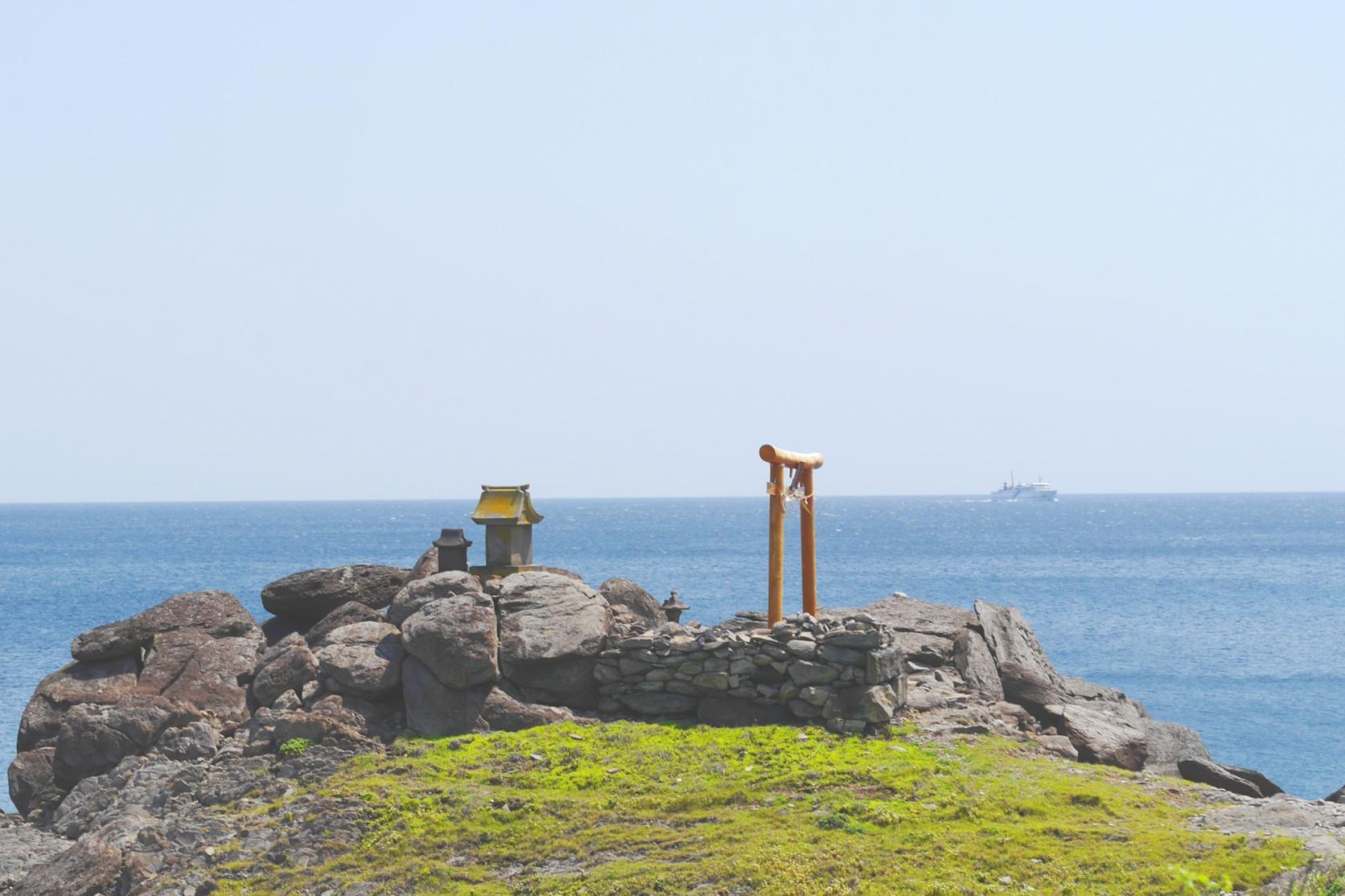 Cape Ryujin (Ryudajin Shrine)-1