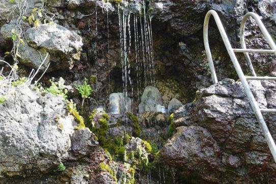 御手洗水瀑布-2