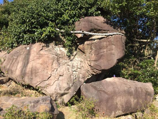 巣食石(女嶽神社的神體)-2