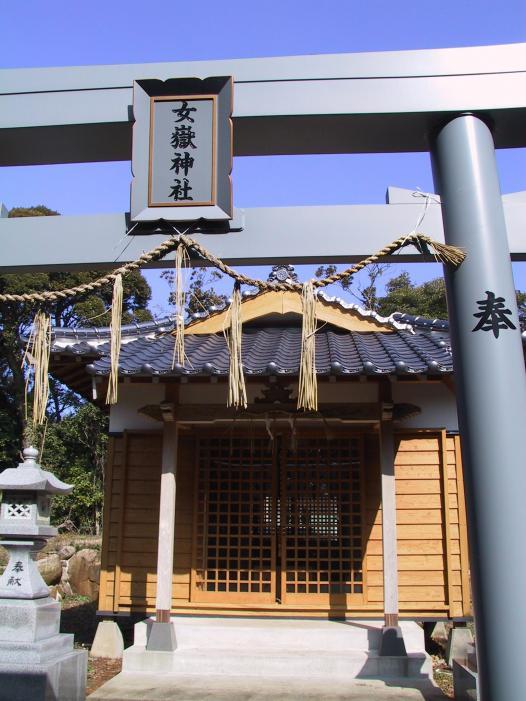 巣食石(女嶽神社的神體)-3