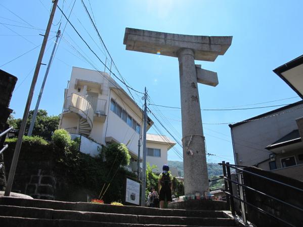 一本柱鳥居(山王神社)-1