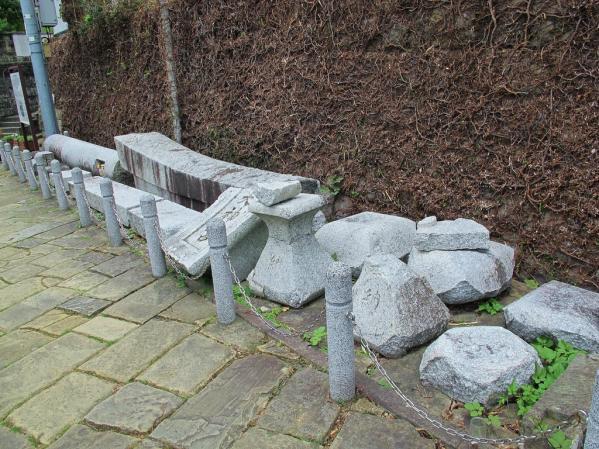 一本柱鳥居(山王神社)-2