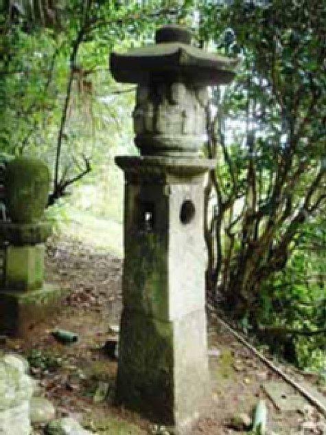戸石の六地蔵塔-1