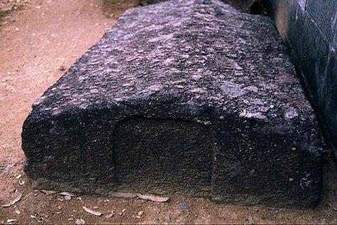 潜伏時代のキリシタン墓碑-1