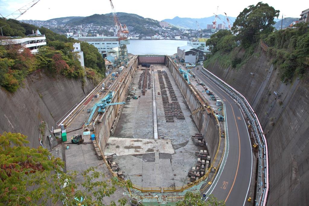 第三船渠(だいさんせんきょ)【非公開施設】-0