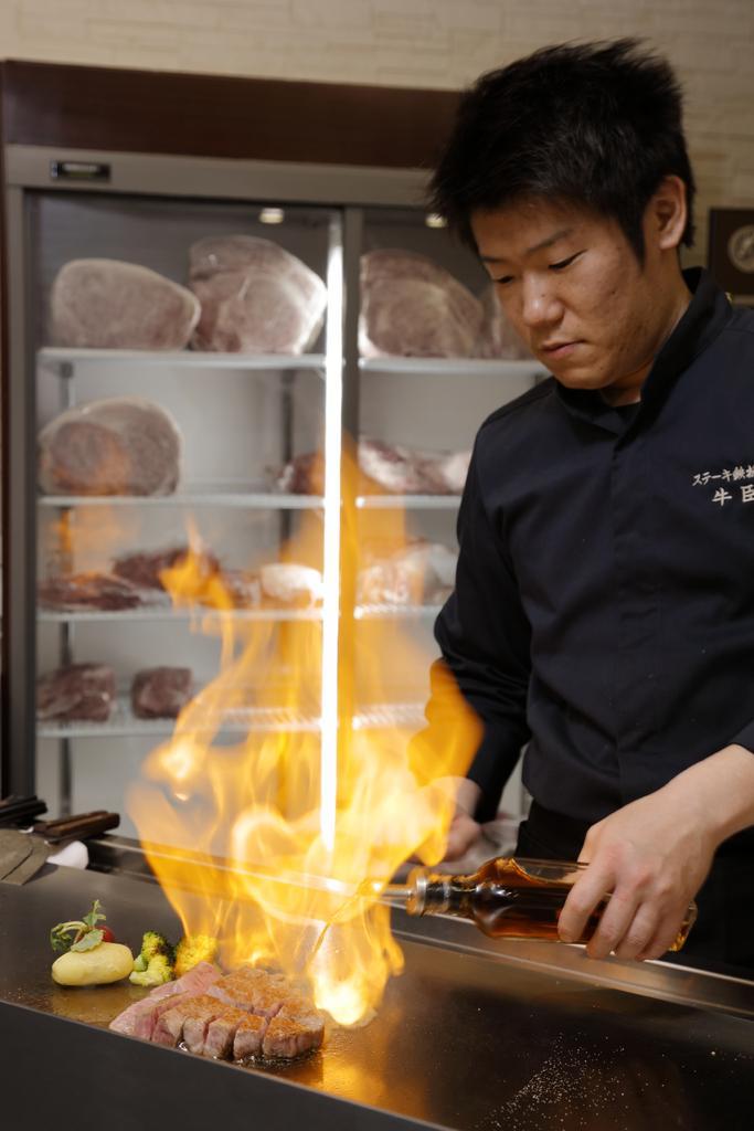 ステーキ鉄板焼き 牛臣-2