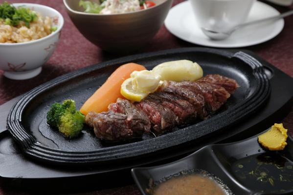 ステーキ鉄板焼き 牛臣-3
