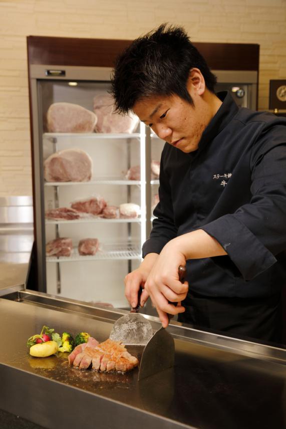 ステーキ鉄板焼き 牛臣-7