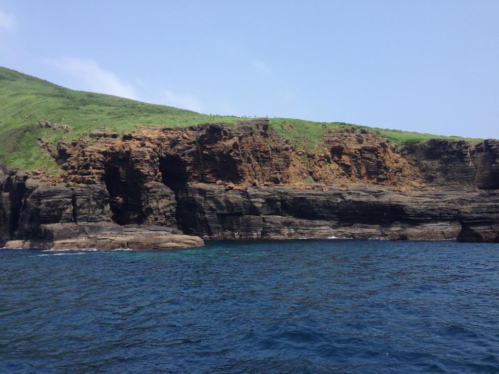 嵯峨島火山海食崖-1