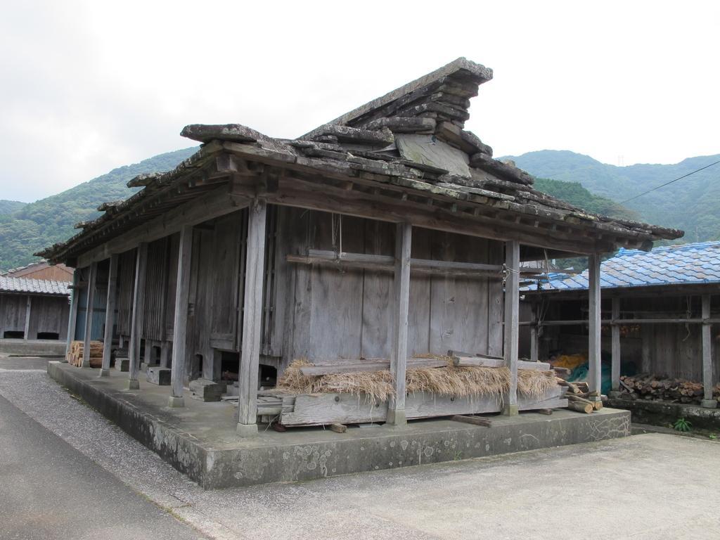 石屋根倉庫-1
