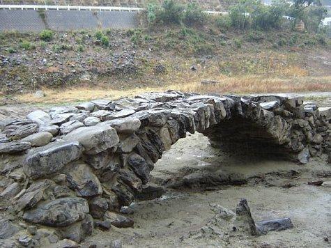本河内高部貯水池内石橋-1