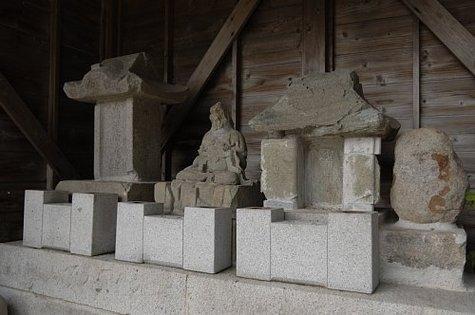 現川焼関係瀬古の石祠石仏-1